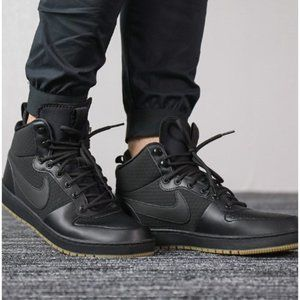 NWOT Nike EBERNON Mid Winter Size 10 Sneakers High